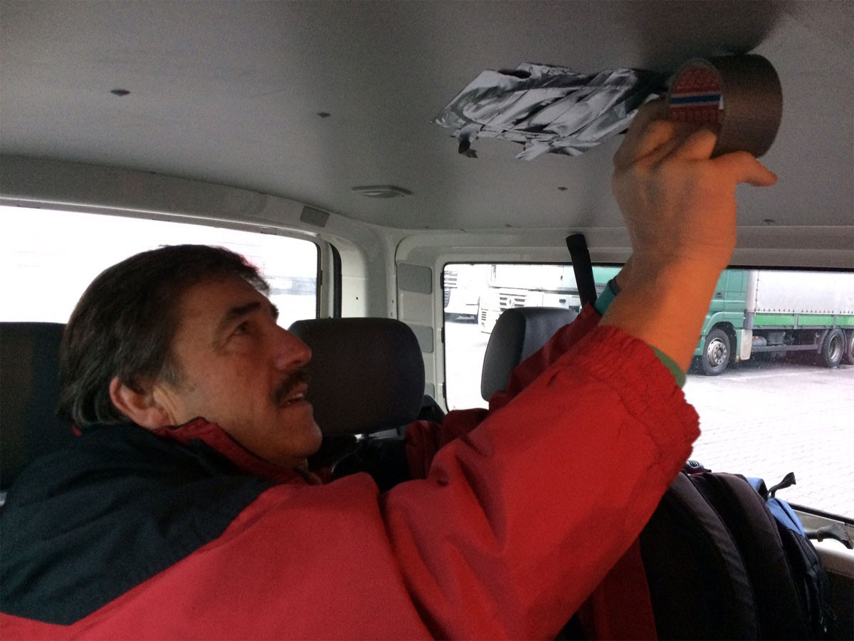 Reisetag 2 - Michi repariert Bus