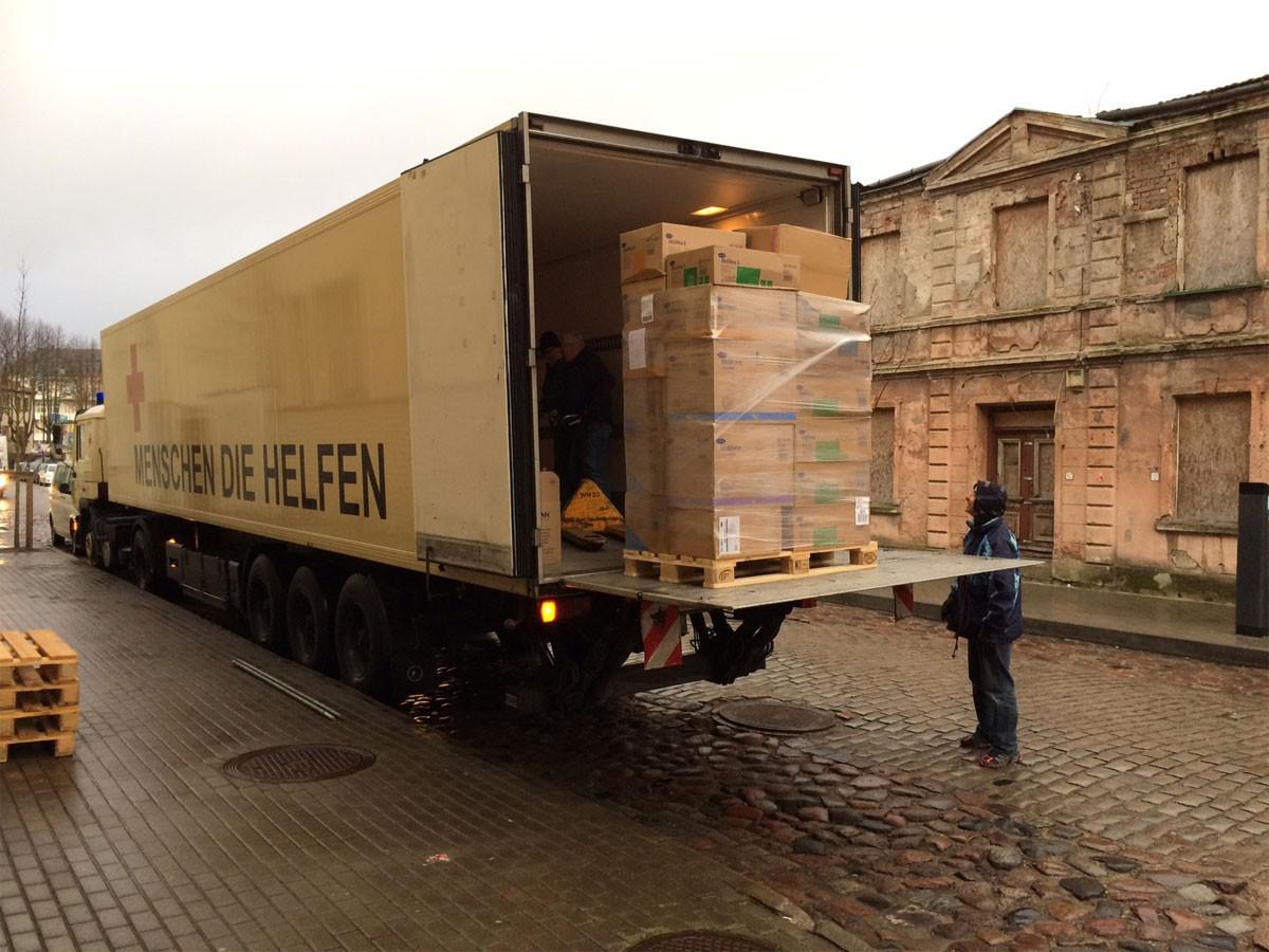 Reisetag 7 Weihnachtstransport 2016 - LKW abladen