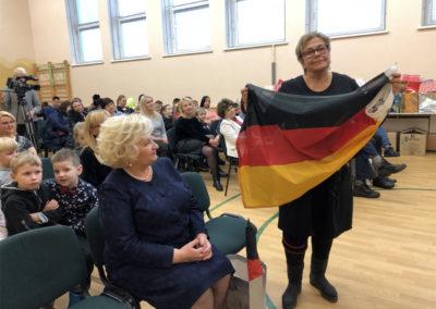 Lina mit Deutschlandfahne