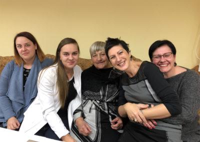 Von rechts nach links : Kristina, Irena, Eva, Aiste und ihre Schwester
