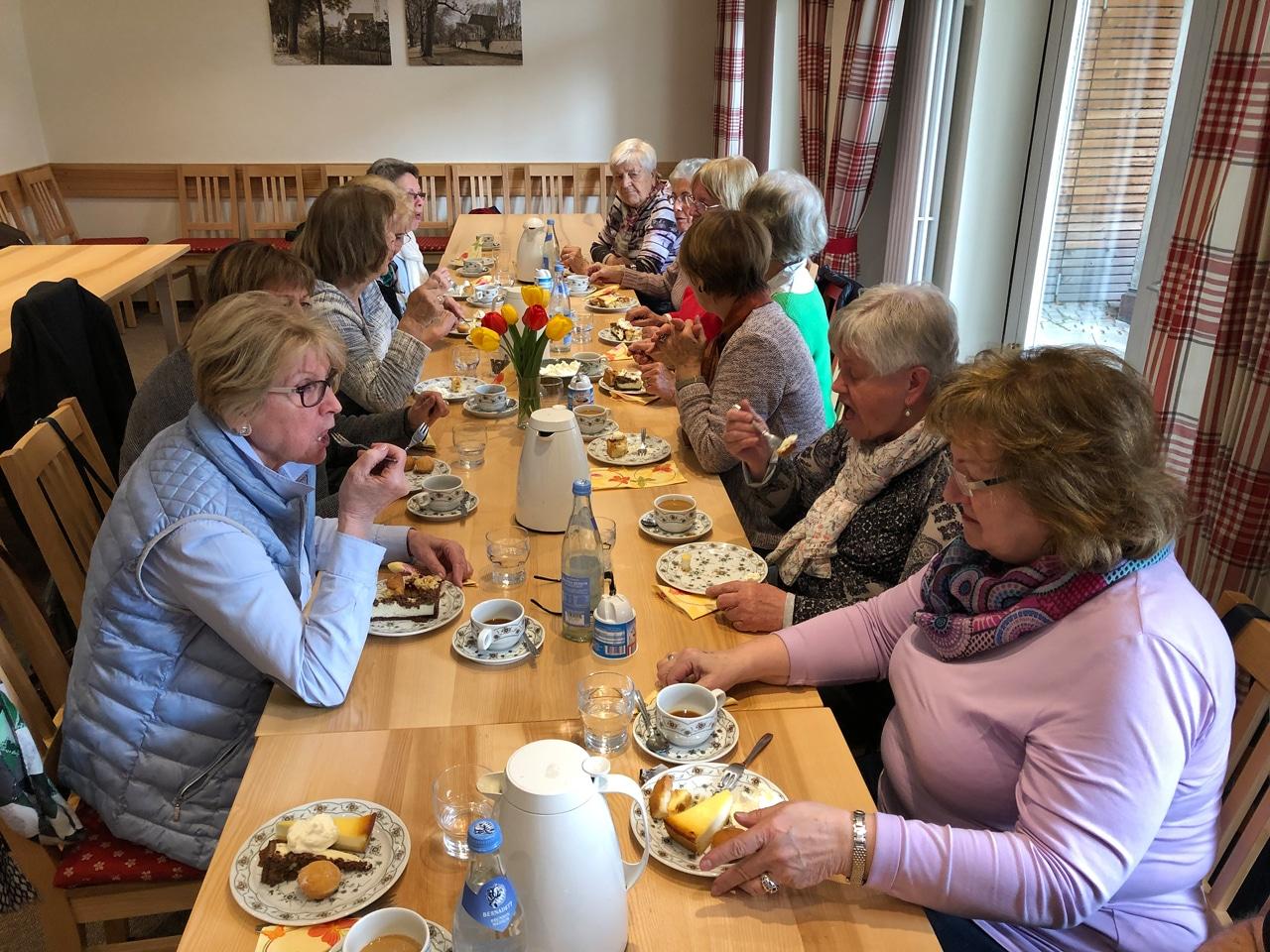 1 'Dankeschön' Kaffee und Kuchen für den katholischen Frauenbund