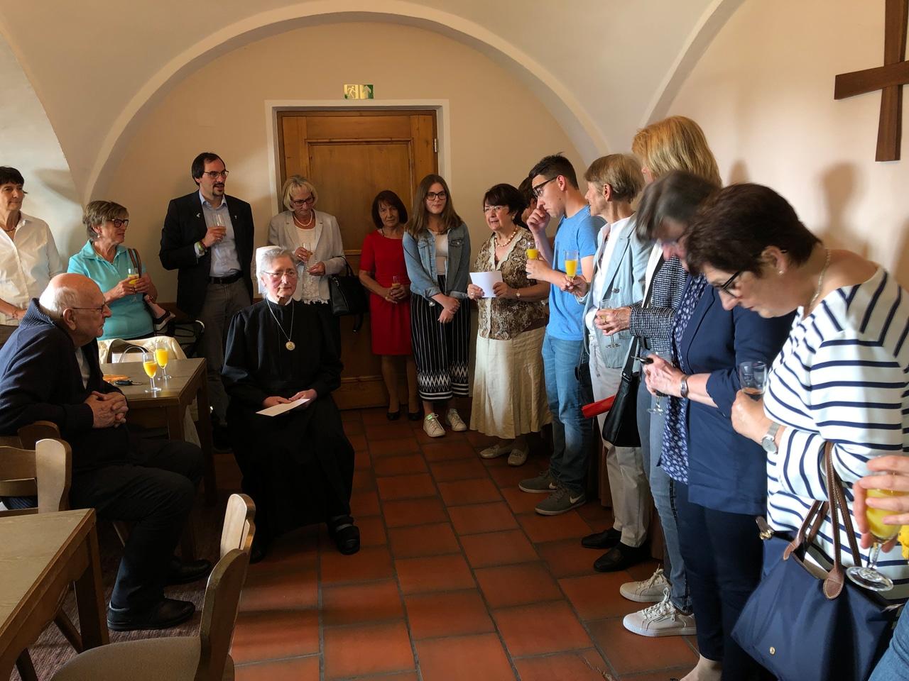 St. Felicitas Schwesternschaft Hörzhausen, Inge Eberle begrüßt ihre Gäste