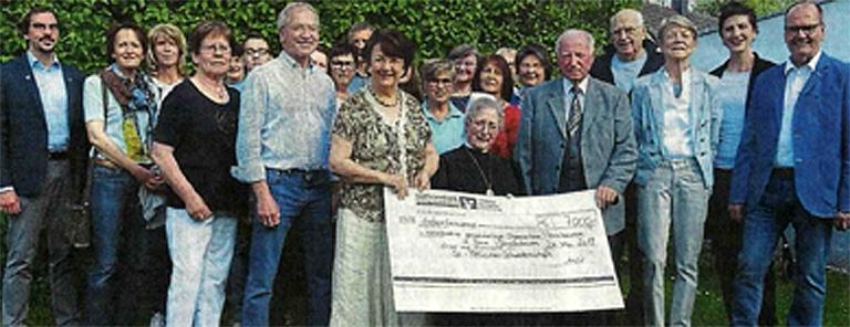 Vorstand der St. Felicitas-Schwesternschaft spendet Verkaufserlöse der Hausflohmärkte