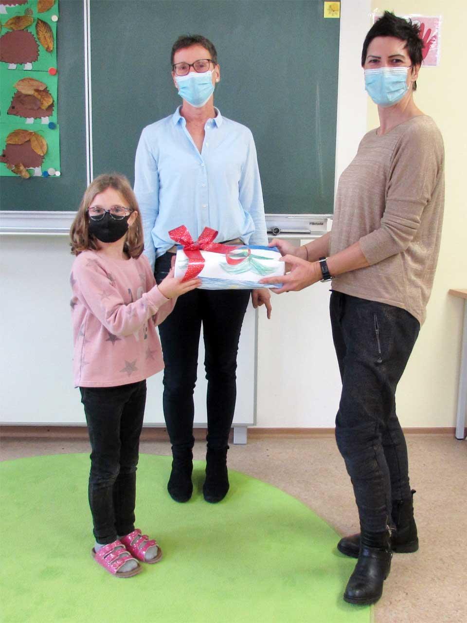 Grundschule Schiltberg Übergabe Karten