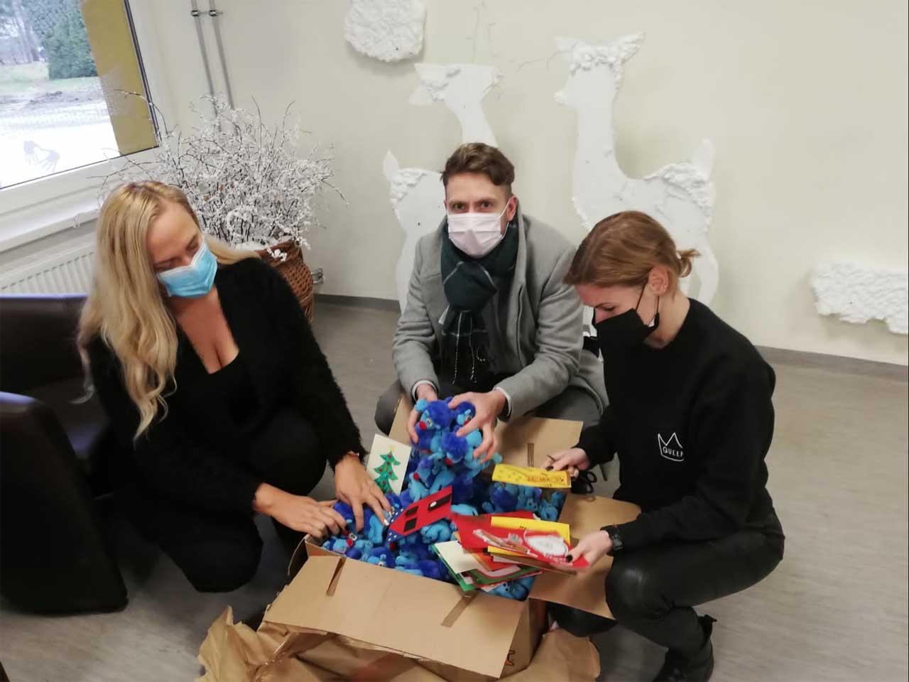 Ankunft des Packerls in der Sonderschule Kaunas - geöffnet