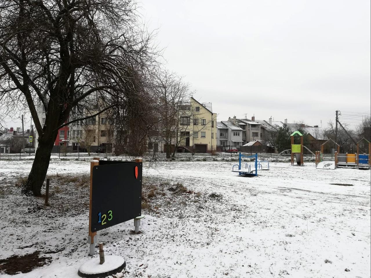 Inklusionsspielplatz Sonderschule Kaunas Spielgeräte