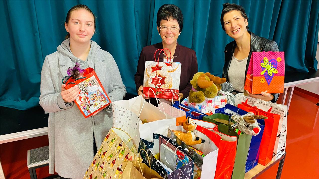 Auftakt unserer Weihnachtstüten-Einsammel-Aktion in der Michael-Sommer-Mittelschule in Schrobenhausen