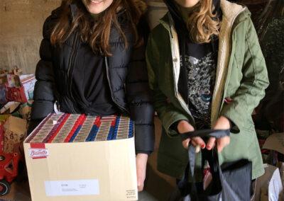 Lagerimpressionen Lucia und Marie helfen